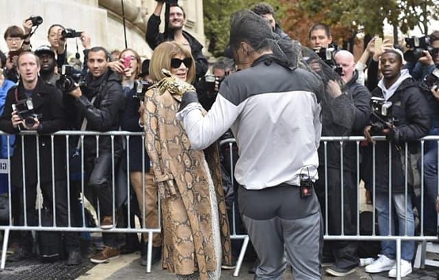 Anna se nije nimalo uzbudila zbog nastljivog novinara, već ga je samo zaobišla (foto: CAimages)
