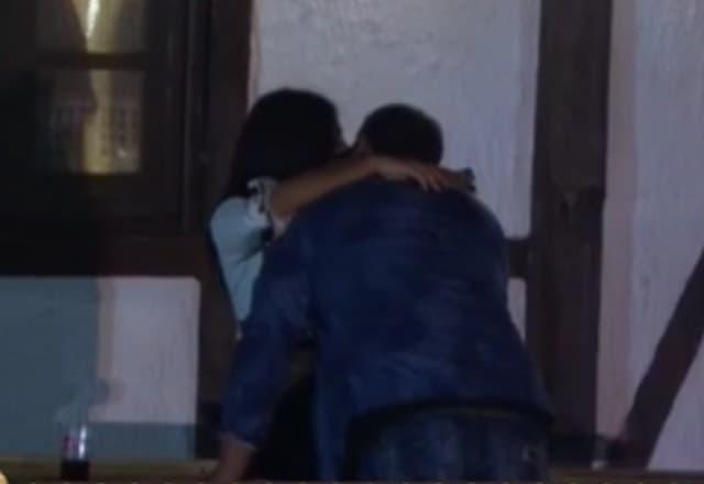 Kristijan je prišao Staniji i počeo da je ljubi po vratu (Dailymotion/screenshot)