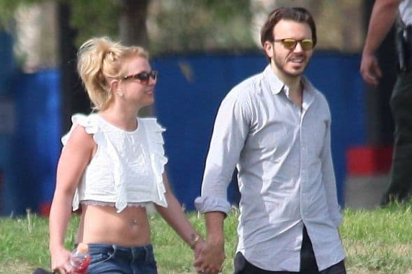Britney Spears shows off her abs in a white crop top and blue jeans as she spends a romantic day out holding hands and cuddling up with her boyfriend as they watch her son play soccer Featuring: Britney Spears, Charlie Ebersol Where: Los Angeles, California, United States When: 15 Mar 2015 Credit: JP8/WENN.com