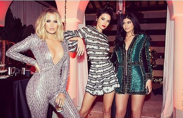 Sestre Kardashian na Božićnoj zabavi (foto: Instagram)