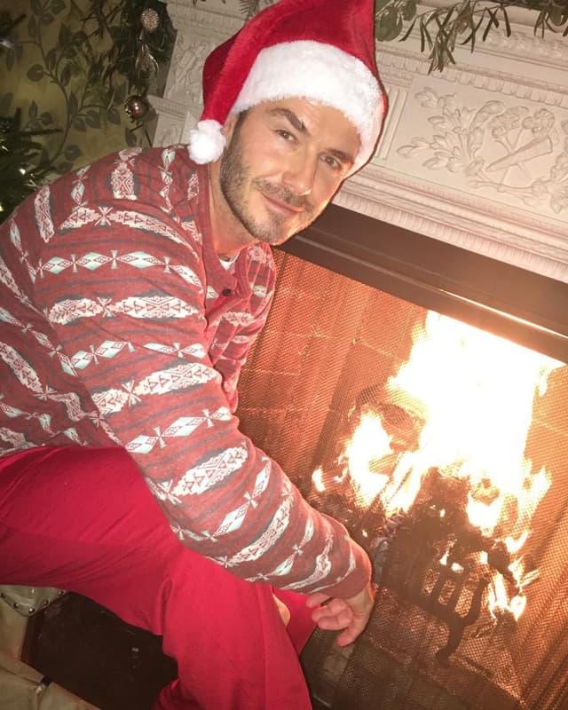 Seksi Deda Mraz pored kamina (foto: Instagram)