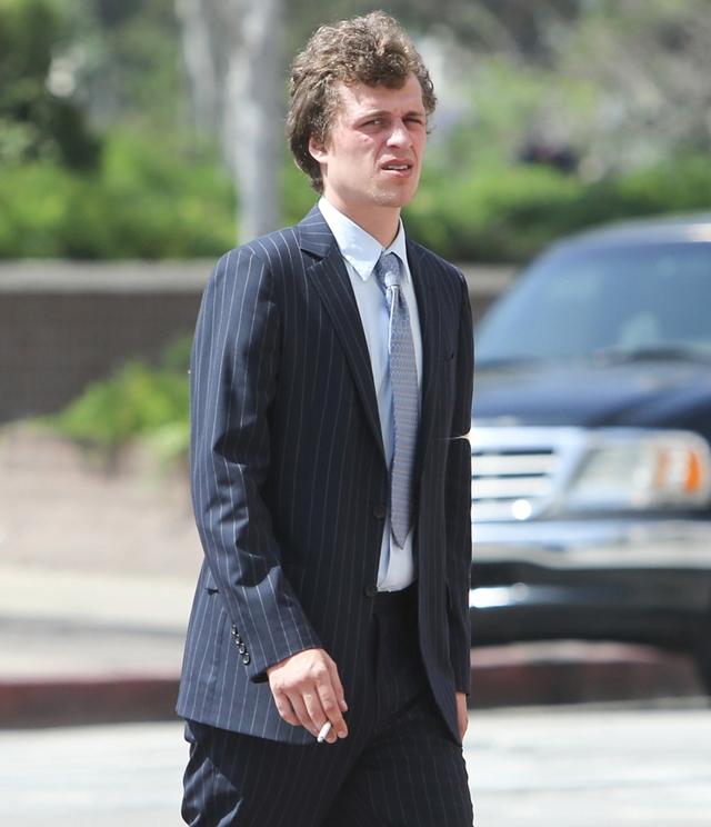 Hilton napušta sudnicu u Los Anđelesu gde mu se sudilo zbog ozbiljnih ispada u avionu prošle godine (foto: FameFlyNet)