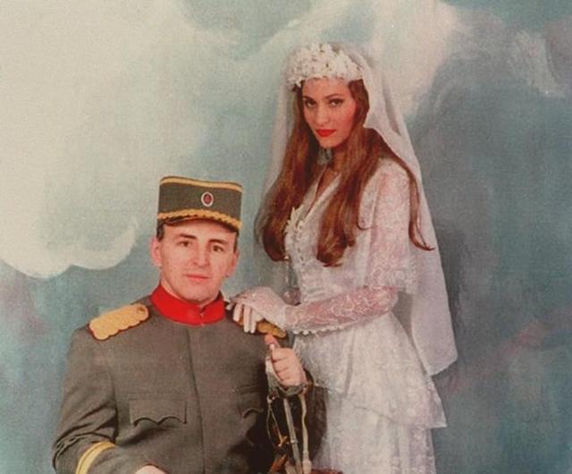 Mladenci na venčanju (foto: Facebook)