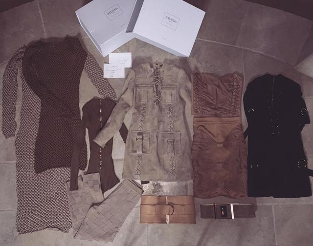 I Kim je dobila poklon odeće od svojih prijatelja iz modne kuće Balmain (foto: Instagram)