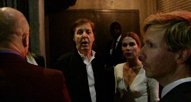 Sir Paul McCartney je sa prijateljima stigao na žurku, ali dva nisu mogli da uđu (foto: AKM-GSI)