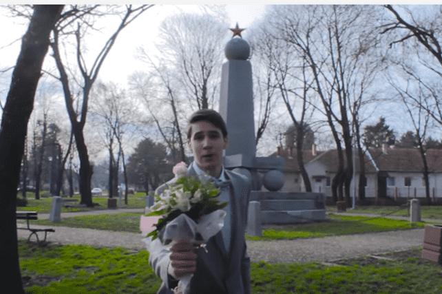 Dušan je odlučio da zamoli Sandru da mu bude pratilja na maturi (foto: Screenshot)