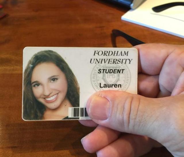 Glumac je slučajno pronašao studentsku karticu izvesne Lauren i od taga traga za izgubljenim i zaboravljenim stvarima u Njujorku (foto: Twitter)