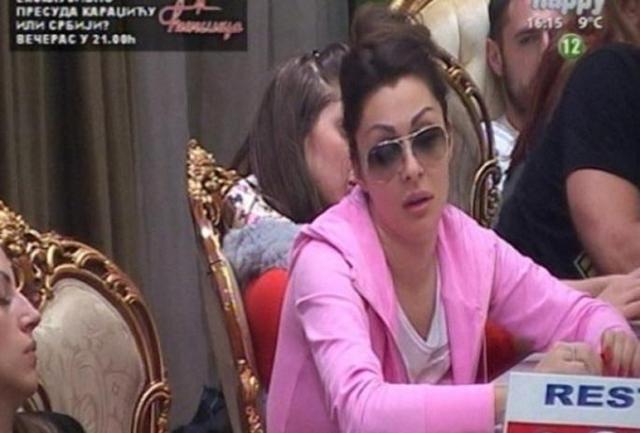 zorica je celog dana nosila naočare iako je to zabranjeno (foto: Screenshot)