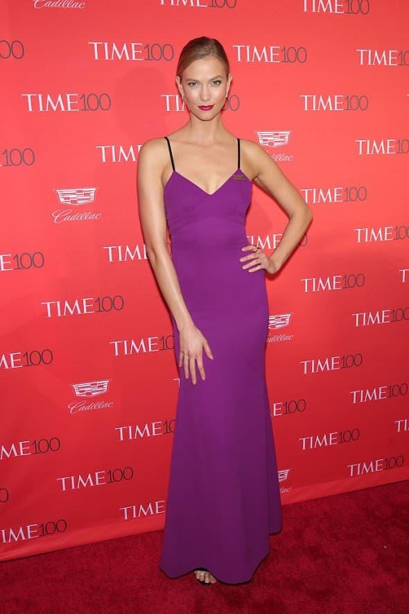 Karlie Klos ljubičastu haljinu posvetila je Princeu (foto:WENN)