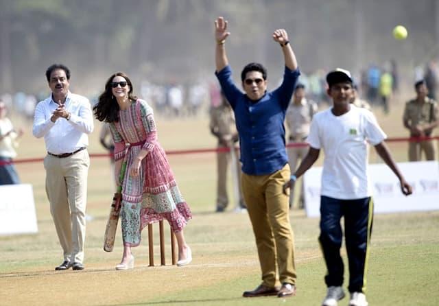 Vojvotkinja je pokazala kako igra kriket (foto: Rex)