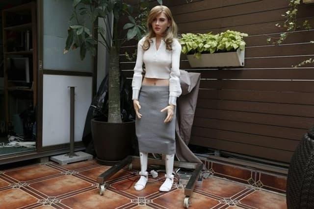 Lutka/robot napravljena po liku slavne glumice (foto: Reuters)