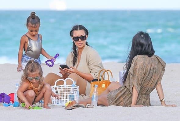 Uživanje na plaži ( foto: famefly net )
