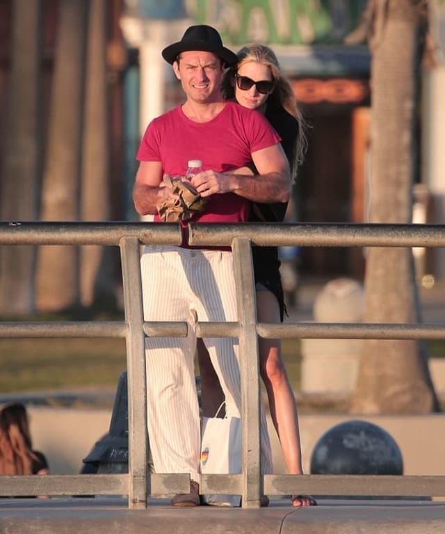 Zaljubljeni glumac sa devojkom (foto: PacificCoastNews)