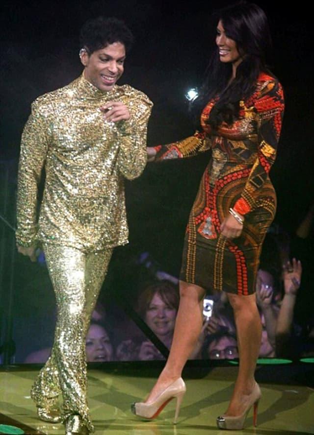 Pevač je pozvao starletu da mu se pridruži na bini (foto: Rex)