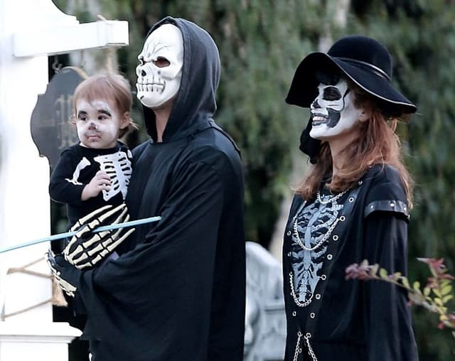 Par sa ćerkicom Esmeraldom na proslavi Noći veštica prošle godine (foto: Xposure)