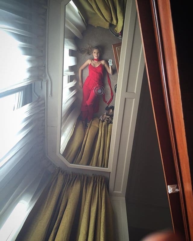 Odraz Blake Lively u ogledalu (foto: Instagram)