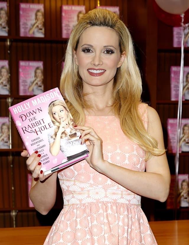 Holly je sve detalje o životu u Playboy vili otkrila u knjizi (foto: Wenn)