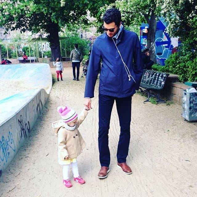 Alp sa glumičinom ćerkicom Larom (foto: Instagram)