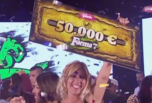 Još jedan ček od 50.000 evra u ruke Jelene Golubivić (foto: Screenshot)