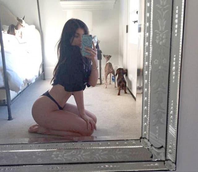Starleta počastila fanove seksi fotkom (foto: Instagram)