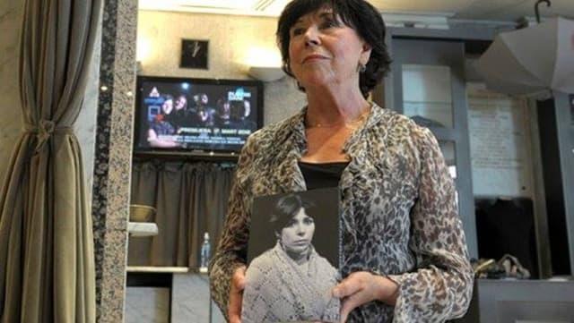 Glumica sa svojom fotografijom iz mladosti (foto: Facebook)