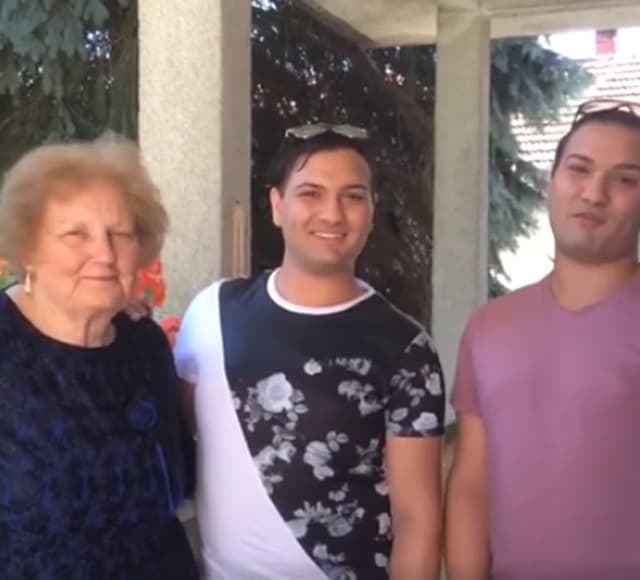 Blizanci od baka Branke dobili kuću u Hrvatskoj (foto: Screenshot)