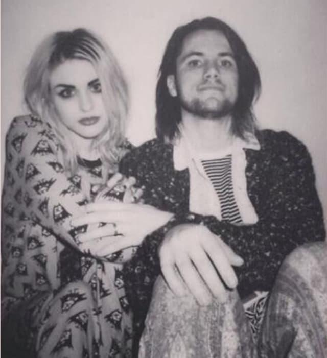 Pored novca, svađa se vodi i oko gitare pokojnog Kurta Cobaina (foto: Twitter/FrancesBeanCobain)