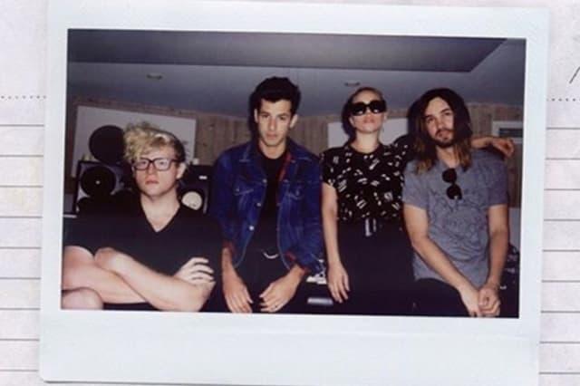Gaga sa saradnicima na novoj pesmi (foto: Twitter)