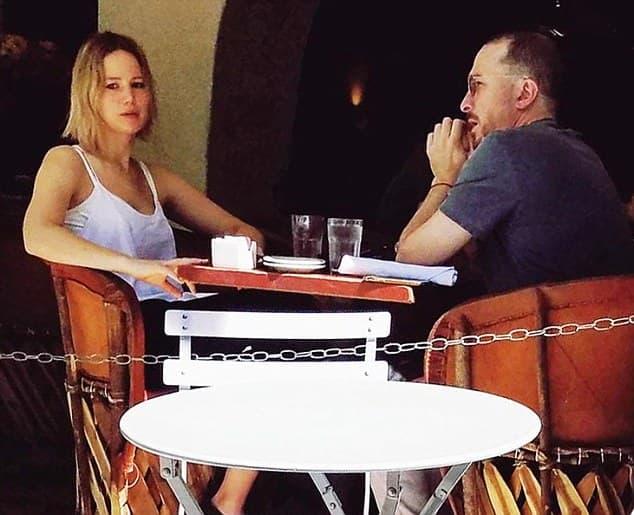 Par se trudi da vezu sakrije od javnosti (foto: DailyMail)