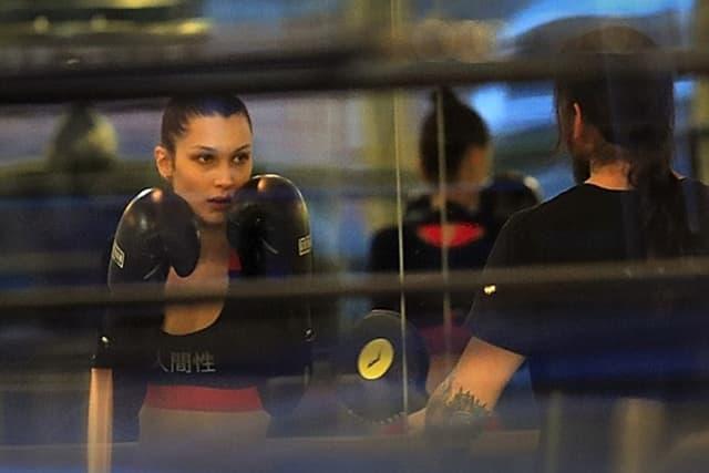 Adriana-i-Gigi-nisu-jedine-I-ovaj-andjeo-liniju-odrzava-boksom