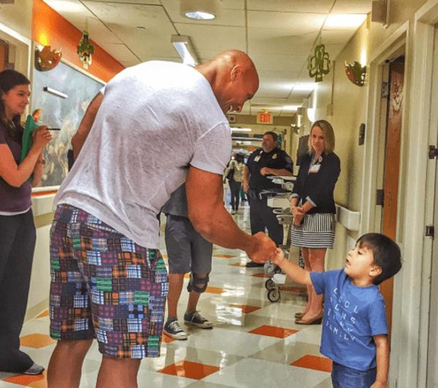 Dwayne Johnson obradovao mališane u Savannahi (foto: instagram.com/therock)