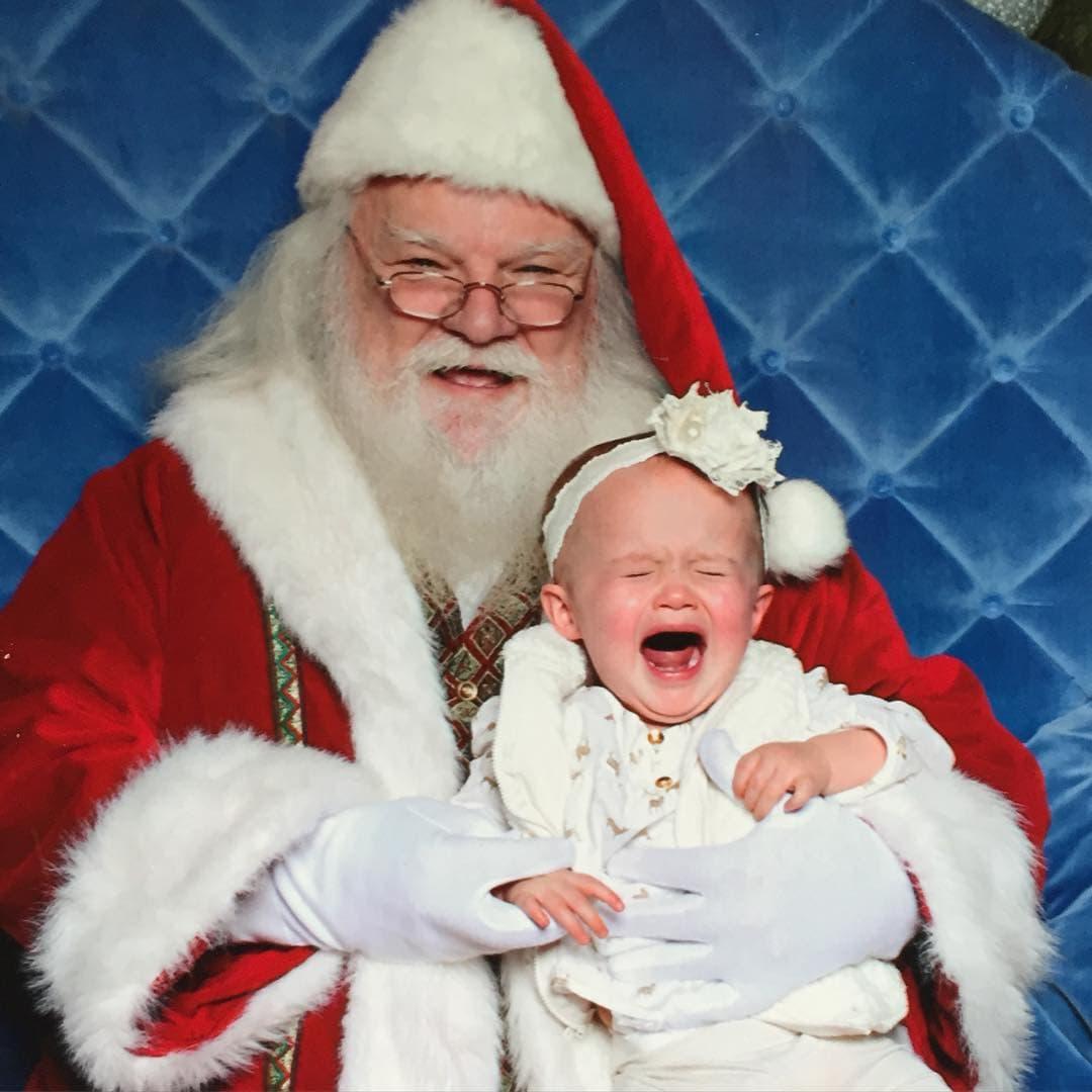 Nisu svi oduševljeni susretom sa Deda Mrazom (foto: Instagram/kellyclarkson)