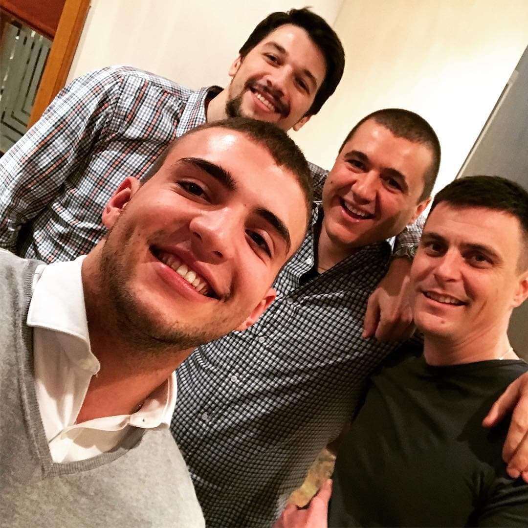 Domaćin Veljko sa gostima (foto: Instagram.com/vr_arktigar)