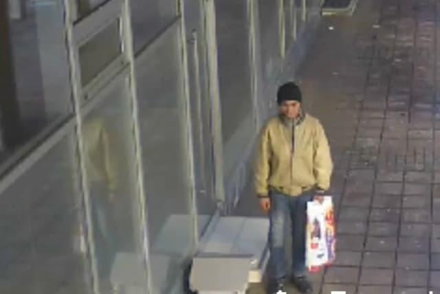 Ovo je lopov koji je ukrao kućicu za pse lutalice (foto: Screenshot)