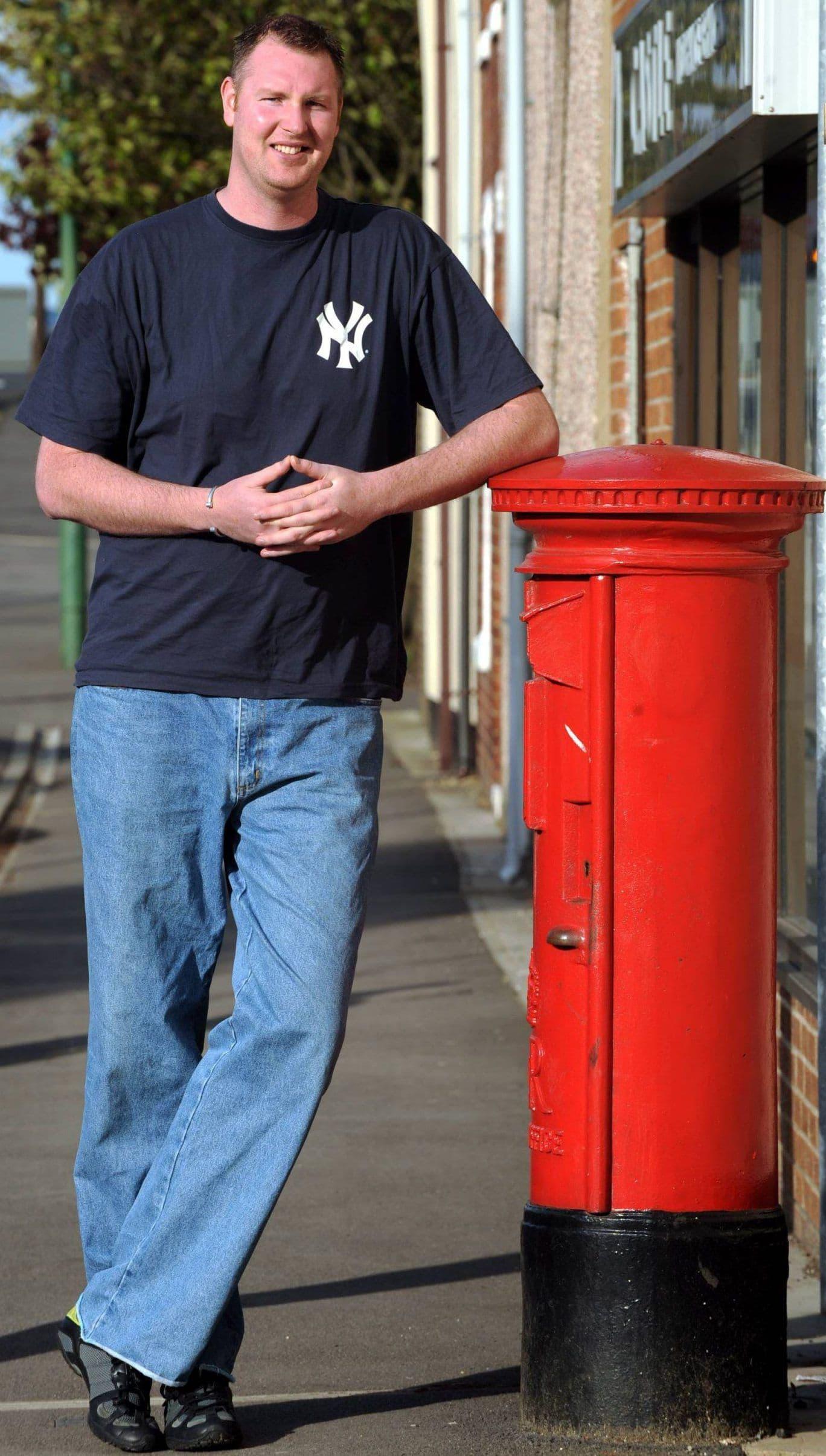 Neil je bio visok 234 cm i bio je najviši čovek u Velikoj Britaniji (foto: NorthNews)