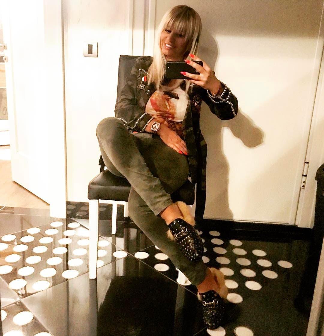 Dara u Guccijevim krznenim papučama (foto: Instagram.com/darabubamara_official)