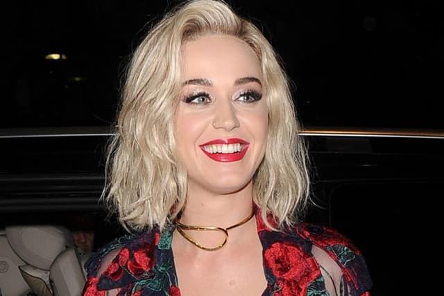 Katy Perry: Sa devojkom se nisam samo poljubila  Tračara