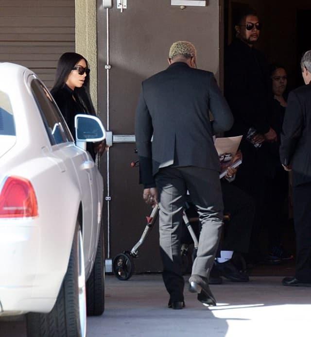 Par stiže na sahranu jednogodišnjeg dečaka (foto: FameFlyNet)