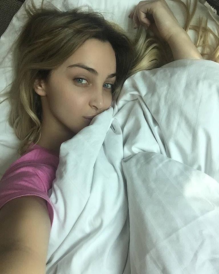 Zašto Maya spava sama? (foto: Instagram.com/mayaberovicofficial)