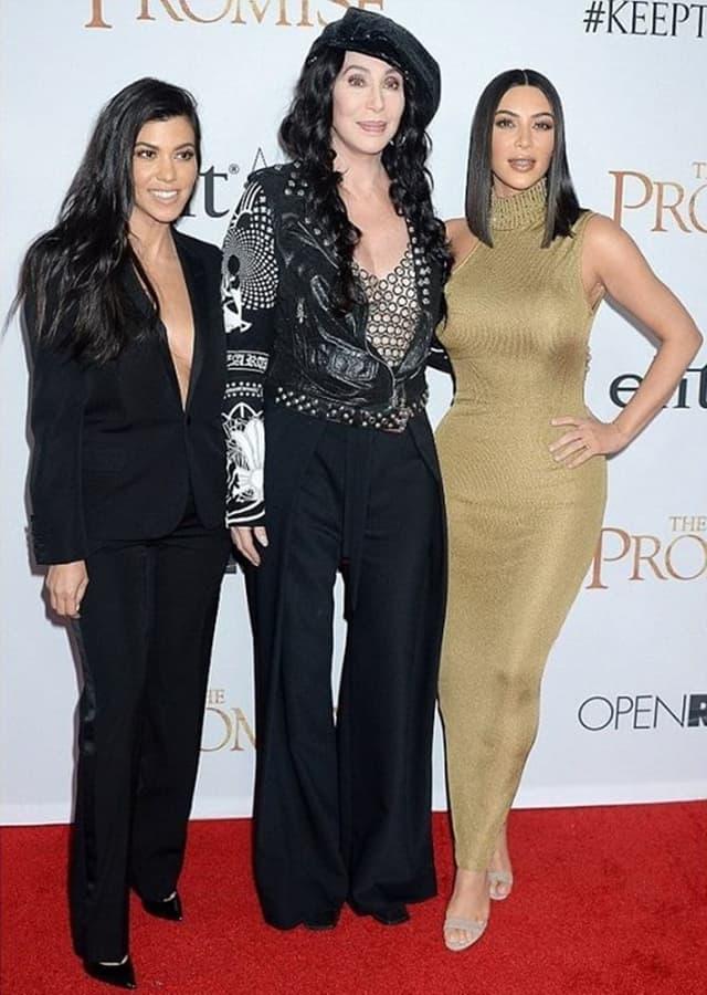 Sestre Kardashian sa Cher, koja je takođe poreklom Jermenka (foto: Wenn)