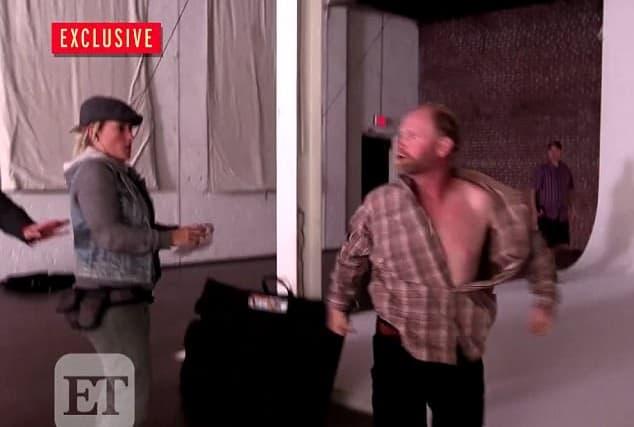 U jednom trenutku Sugar Bear pocepao je košulju (foto: Screenshot)