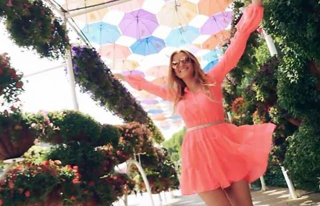 Jelena u novom spotu (foto: Screenshot)