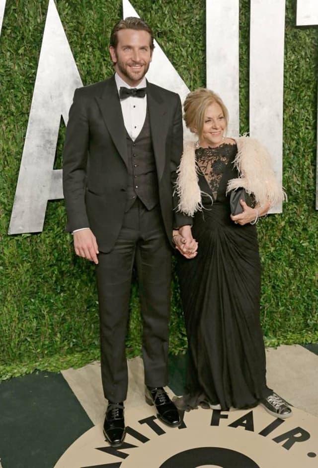 Bradley Cooper sa majkom Gloriom Campano (foto: Wenn)