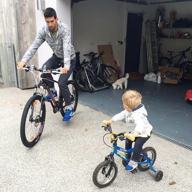 Novak pokazao kako uživa sa sinom (foto: Instagram.com/djokernole)