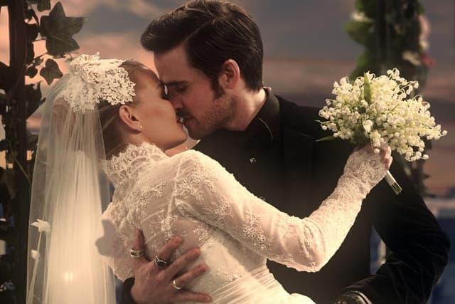 Emma i Kapetan Kuka venčali su se u poslednjoj epizodi (foto: ABC)