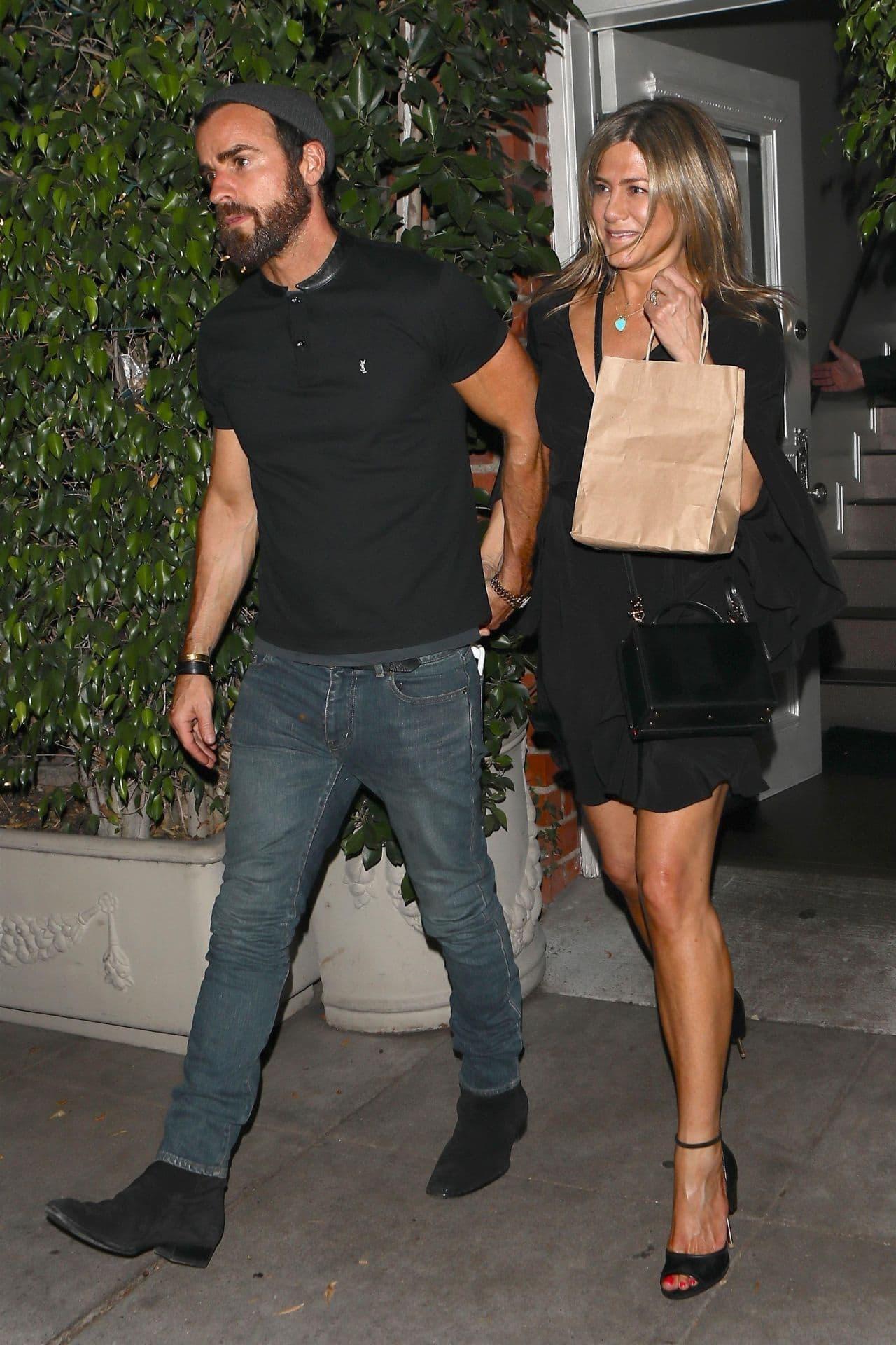 Preplanula Jennifer Aniston privukla pažnju na večeri sa ...