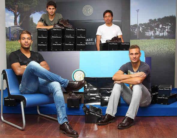 Tim fudbalskog kluba Inter nosi Cesare Paciotti cipele