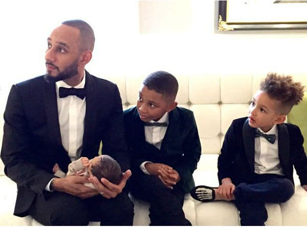 Ponosni otac objavio je fotografiju na kojoj pozira sa svojim sinovima, bez supruge!