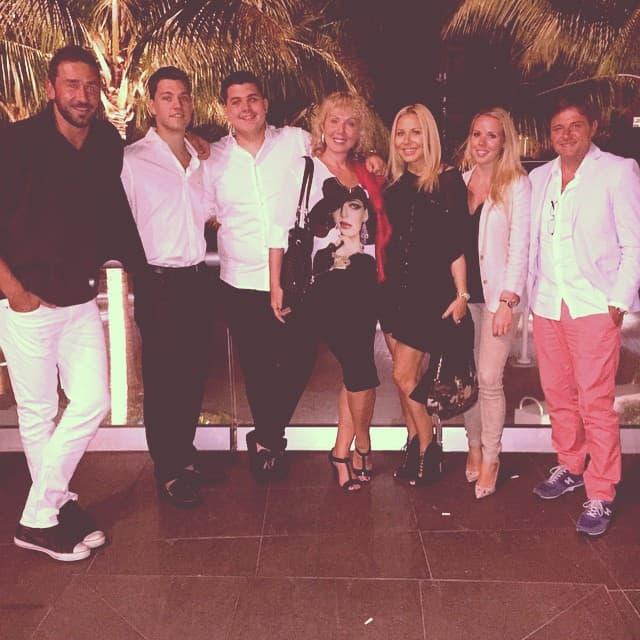 Marko, Brena sa sinovima i Piksi sa porodicom (foto: Instagram)
