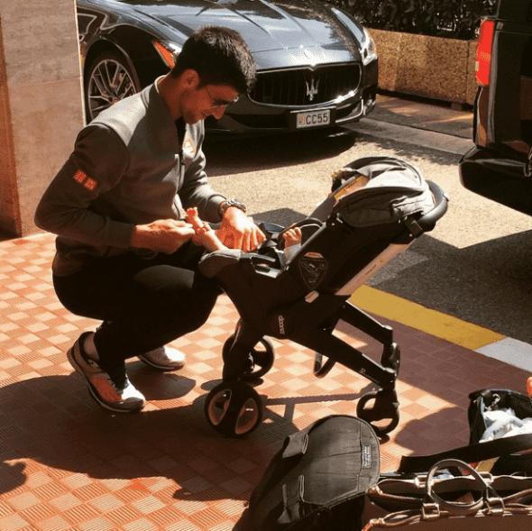 Teniser u ovim posebnim trenucima nije želeo da se odvaja od svog sina (foto: Instagram)